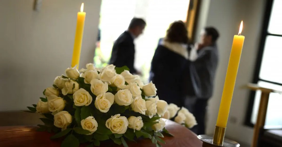 Cette femme exclut sa famille des funérailles avec un message dur : « Restez aussi loin que vous étiez de moi »