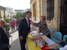 Victoria pone la Banderita al nuevo alcalde de Santisteban