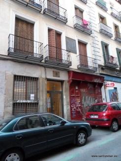 Placa al poeta Bernardo López García, en la casa donde falleció. Calle homónima en Madrid.