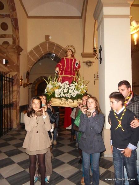 Scouts llevando a San Esteban 2012