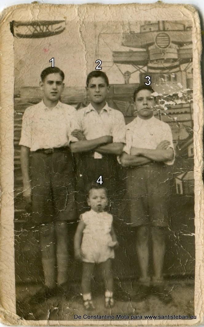 Fotografía tomada en torno al año 40, pero algo más antigua que la anterior.1- Constantino Mota Mallenco2- Pepe Núñez3- Juan Perea4- Eloy Núñez