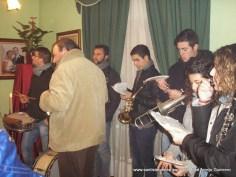 Músicos tocando frente a San Sebastián