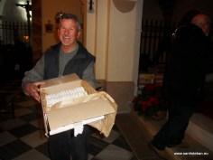 Reparto de Roscos de San Esteban por las Autoridades