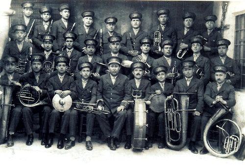 Banda de Música de Santisteban del Puerto. Años 20. En el centro...