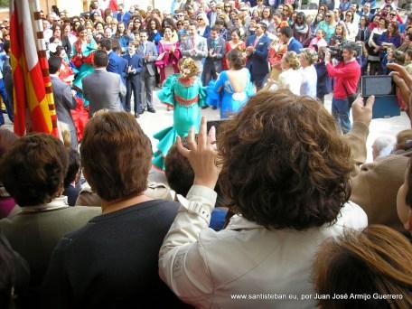 Mayordomía celebrando el día de las mulillas en la Plaza Mayor