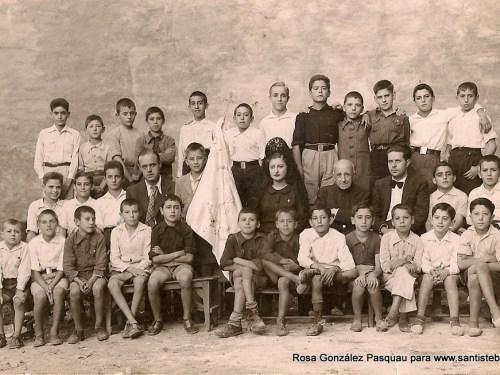 Bendición del Banderín del Aspirantado de Acción Católica, 1941 ó Comuniones tras la guerra civil.