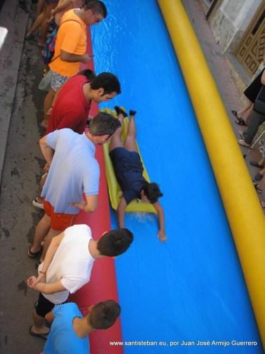 Autoridades animando el tobogán Gigante en C. San Francisco