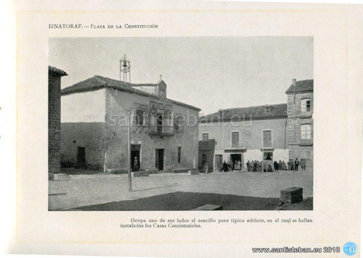 IZNATORAF.- Plaza de la Constitución.