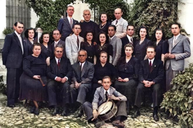 Mayordomía 1943, foto de Catalina López. Mayordomo Leopoldo Higueras González y compadres Nicolás Sanjuán Madrid y Juan de Dios Sanjuán Madrid.