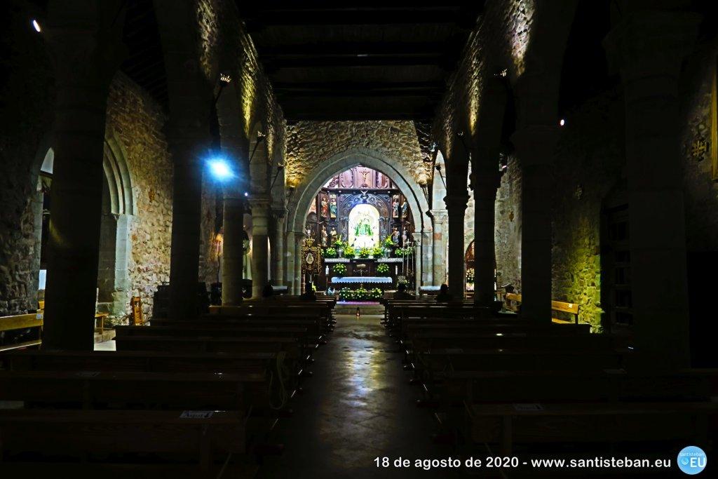 Interior del santuario de Santa María