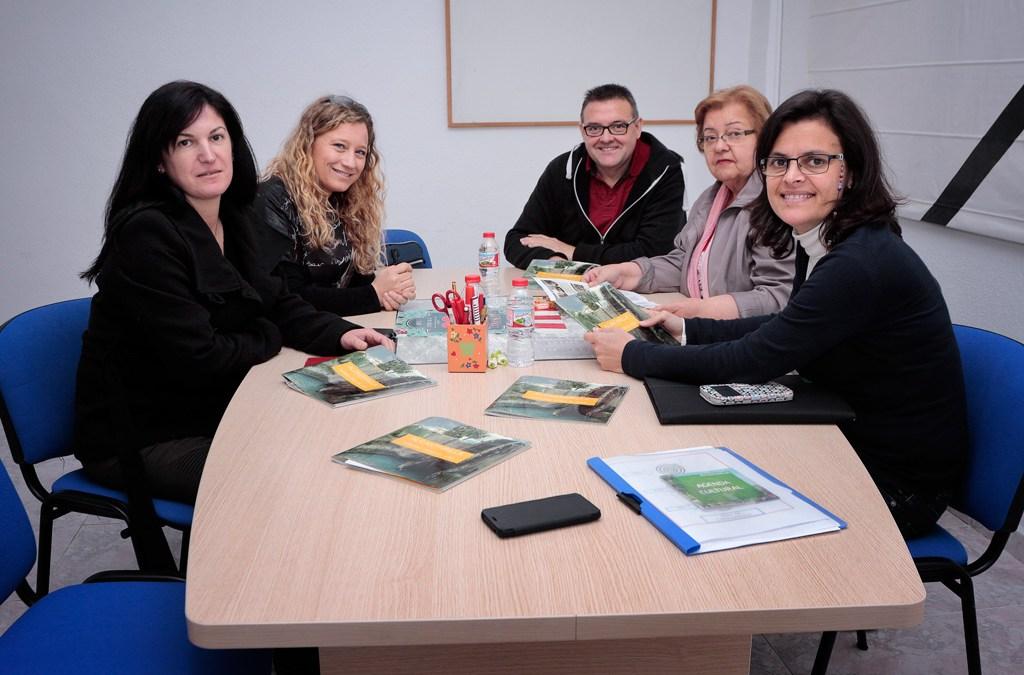 Miembros de la Asociación de Vecinos y María Luisa Martínez León