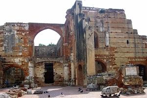 Santo Domingo Tours-Ruinas-del-hospital-san-nicolas-de-bari