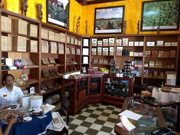Dominican Cigars -La Leyenda del Cigarro