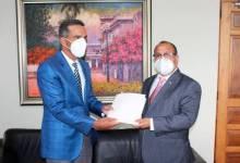 Photo of Gobierno y peledeístas tienen un pleito por las visitas sorpresa de Danilo Medina