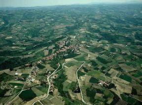 Italia . Paesaggio delle Langhe nei pressi di Diano d'Alba (Cuneo).De Agostini Picture Library/Pubbli Aer Foto
