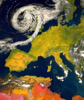 Italia . Una foto dal satellite mostra addensamenti nubiformi sulla zona centro-meridionale della penisola.DLR