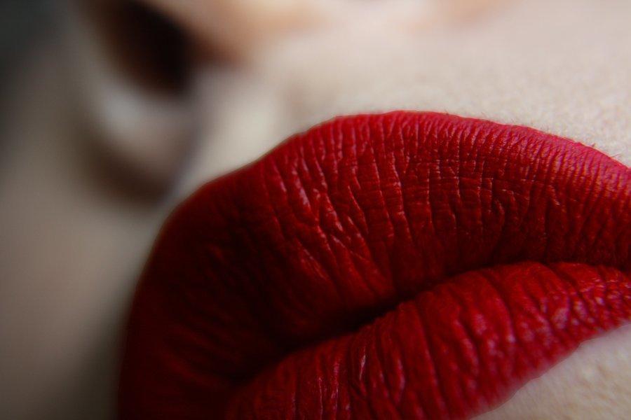 Weibliche rote Lippen