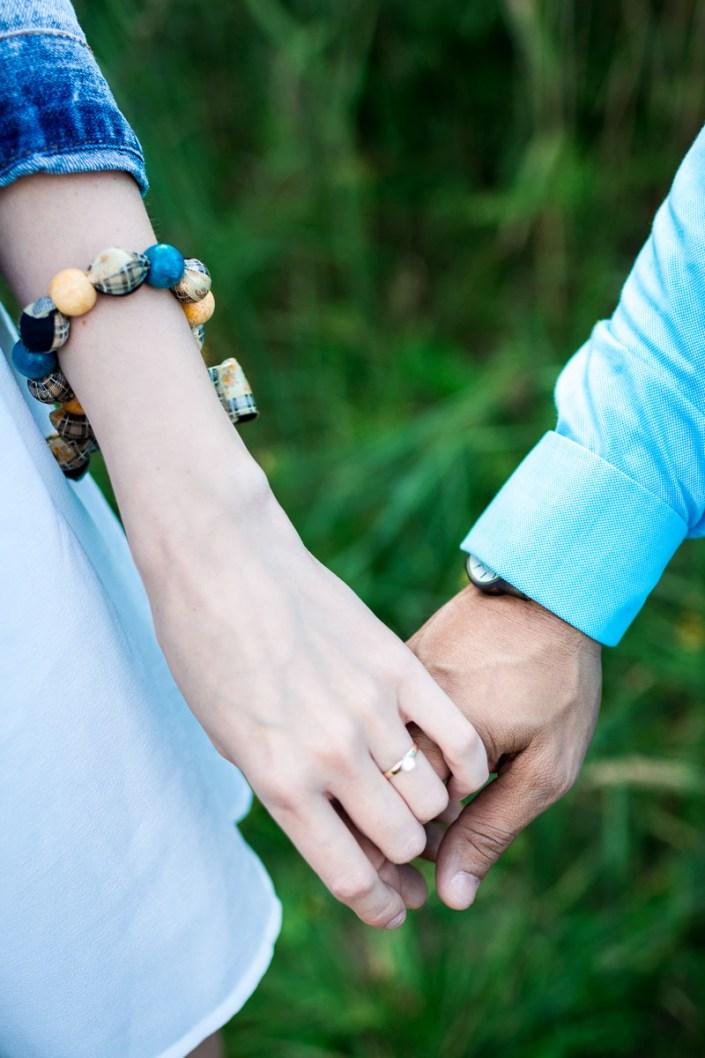 Hände Verlobungsring Strand Düne