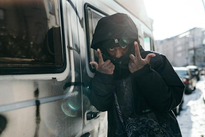 Rapper Hamburg Portraitfoto outdoor Sternschanze Männerportrait Black Gangsta