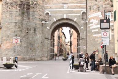 entrée de la ville de lucques