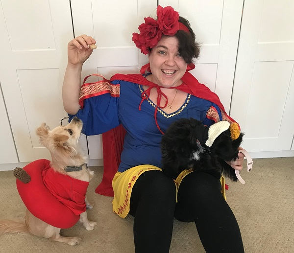 DIY Snow White Poison Apple and Evil Queen Costumes  sc 1 st  Sarah Donawerth & DIY Snow White Costume + Poison Apple and Evil Queen Dog Costumes ...