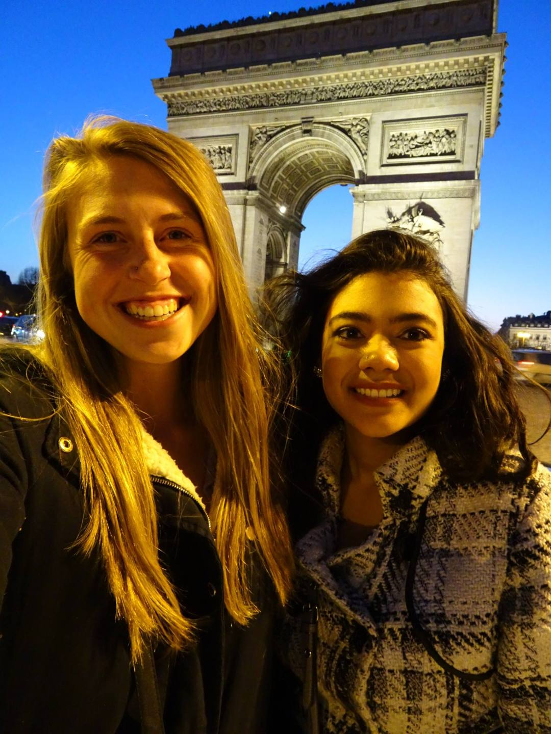 2 Days in Paris: Arc du Triomphe in background, 2 girls in foreground
