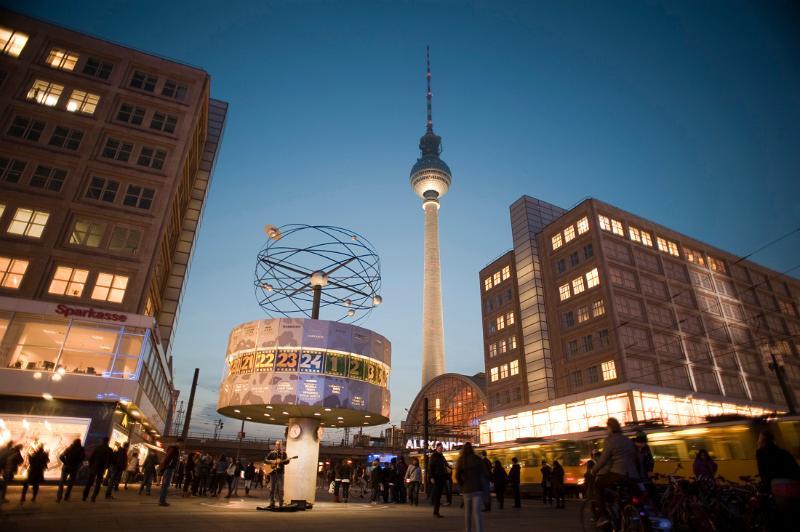 Berlin in 1 Day: Alexanderplatz at dusk