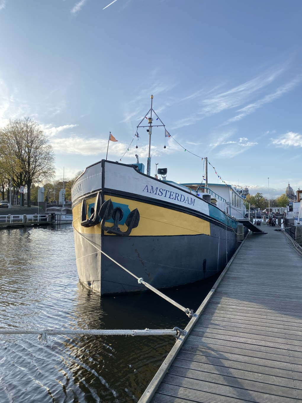unique hotels: Amsterdam Hotelboat