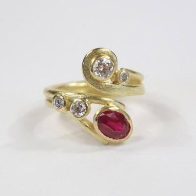 Curl Curve With Ruby & Diamonds