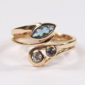 Red Gold Curve Ring With Aquamarine