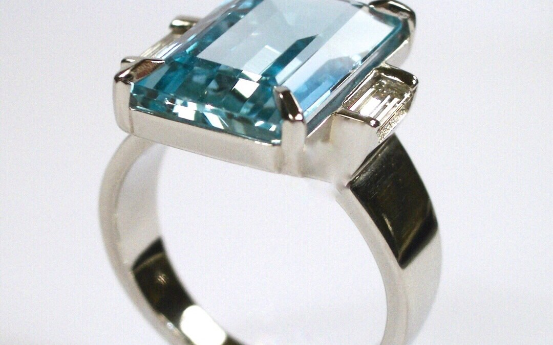 Lindas Art Deco Platinum Ring With Aquamarine and Diamonds