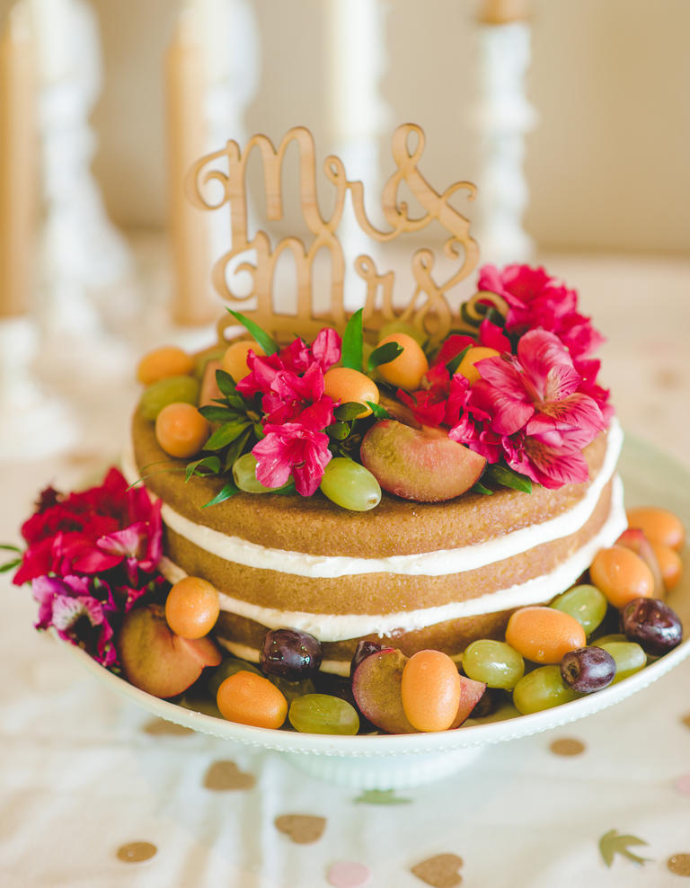 9 Weddig Trends inspired by Pantone's Colors of The Year: Naked Cake