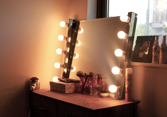 How to Make Your Own DIY Hollywood Style Mirror