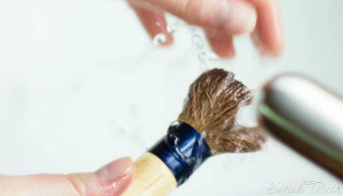 If your makeup brush is in dire need of a deep cleaning, here's a great recipe that will help!
