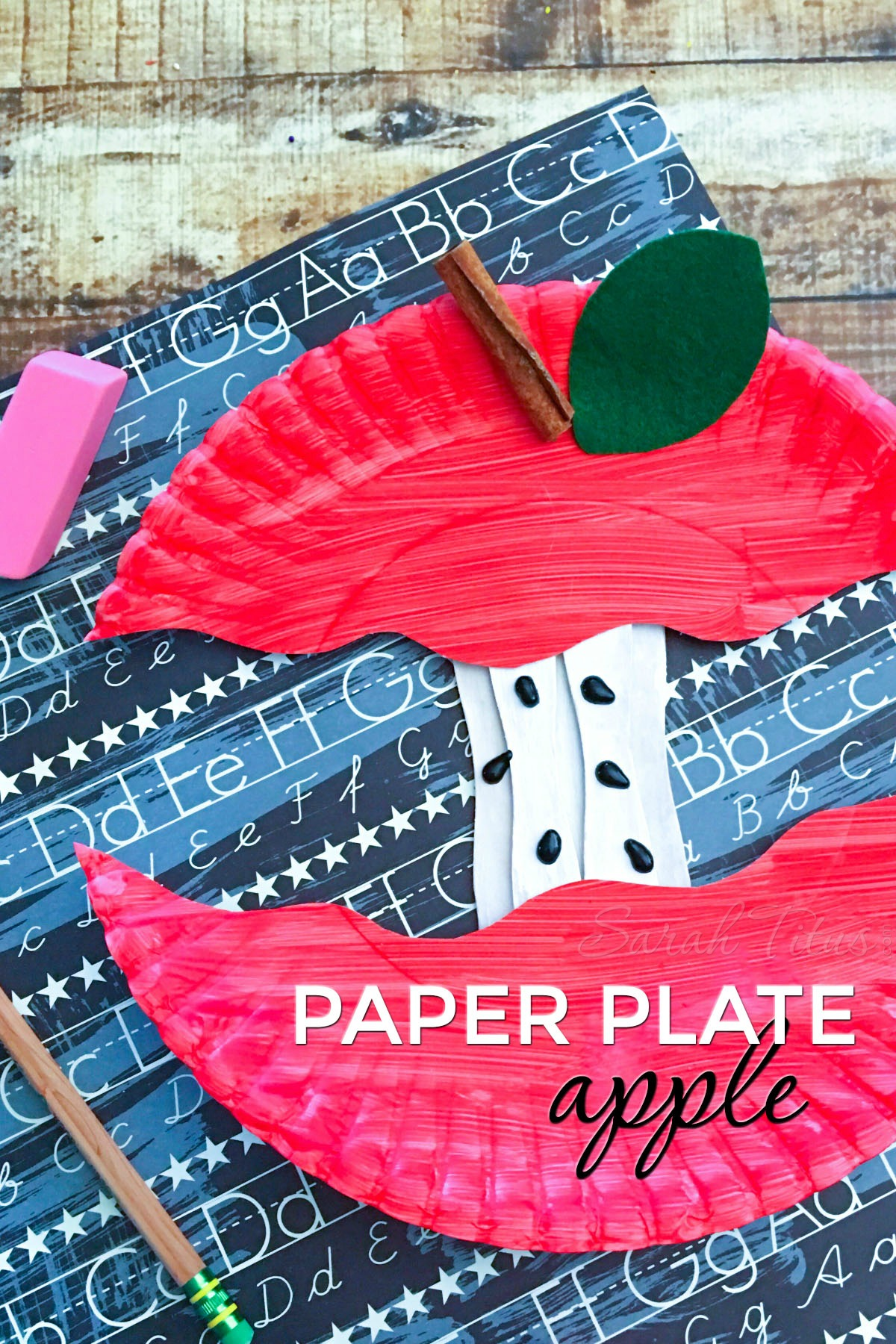 Since Back to School season is upon us, what better way to celebrate it than with this super cute paper plate apple craft?! #schoolcraft