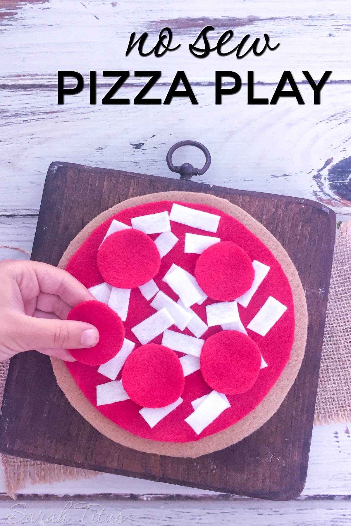 Use this no sew pizza play for all things math related! It's super fun for the kids, extremely easy to make, and educational, all at the same time!