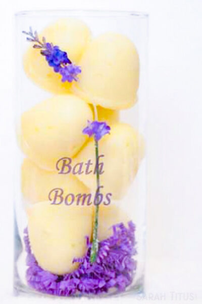 Who doesn't like bath fizzy bombs? I know my kids go crazy over these things and you can easily make these essential oil bath fizzy bombs yourself!