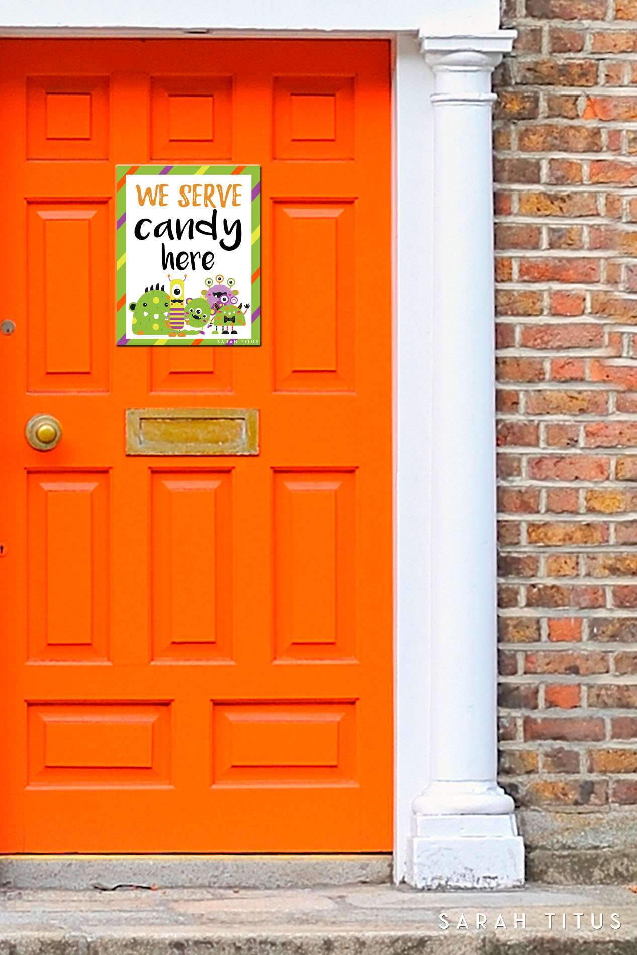 Wouldn't it be nice for houses that hand out candy to have a Halloween printable door sign letting you know they are participating? Now you can! Get your free printable here!