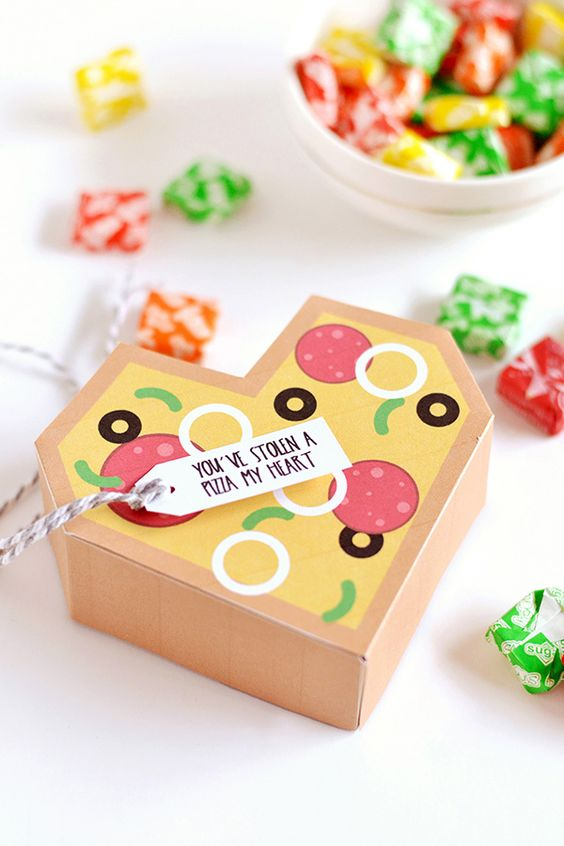 This Valentine's Box is just super cute and useful for packing little presents for your loved ones.