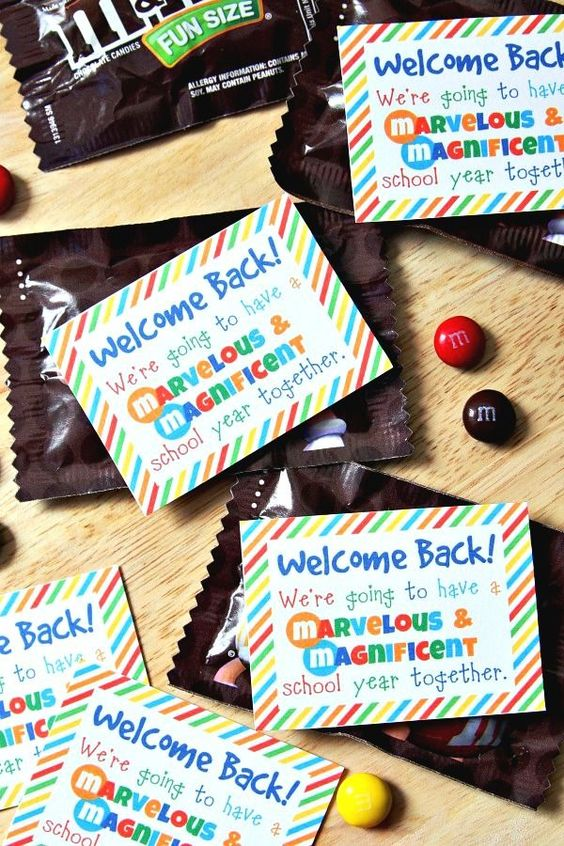 Are you a teacher? Welcome your students with this cute idea!