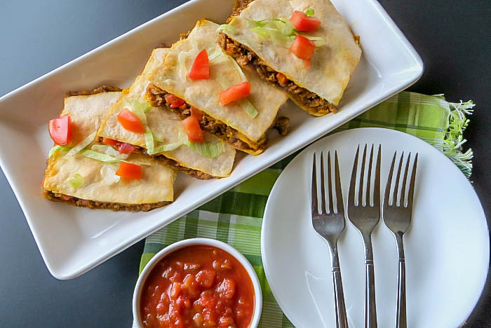 If you like quick and easy, family-friendly recipes that everyone will enjoy, you have to try this delicious sheet pan dinner: beef and cheddar quesadillas! #sheetpanmeals