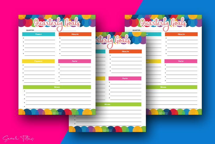 Need to get your student or yourself a daily planner organizer? This gender-neutral, undated binder is the best design and has all kinds of free printables including to do lists, calendars, goals sheets and tons more. With over 140+ pages, these templates are sure to have everything you need! #organization