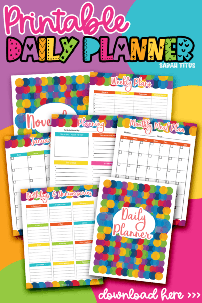 Need to get your student or yourself a daily planner organizer? This gender-neutral, undated binder is the best design and has all kinds of printables including to do lists, calendars, goals sheets and tons more. With over 140+ pages, these templates are sure to have everything you need! #organization