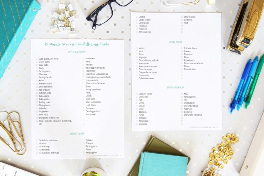 You have to admit that 15-minutes decluttering tasks are easier to bear and this free printable has over 350 of them so take your pick!