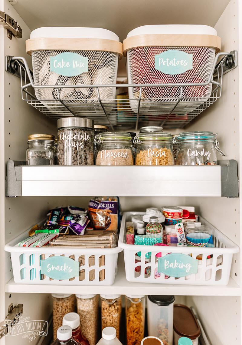 These teal labels with a watercolor background are so elegant and simple they would look perfect in any pantry.