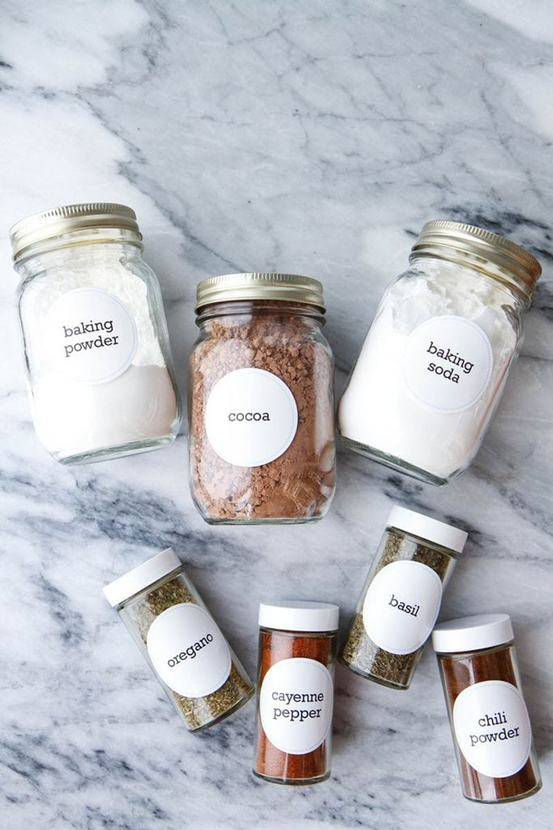 The secret to delicious home cooking lies in using the proper herbs and spices. If you'd like to streamline your work in the kitchen organize your spices with these practical and free spice labels.