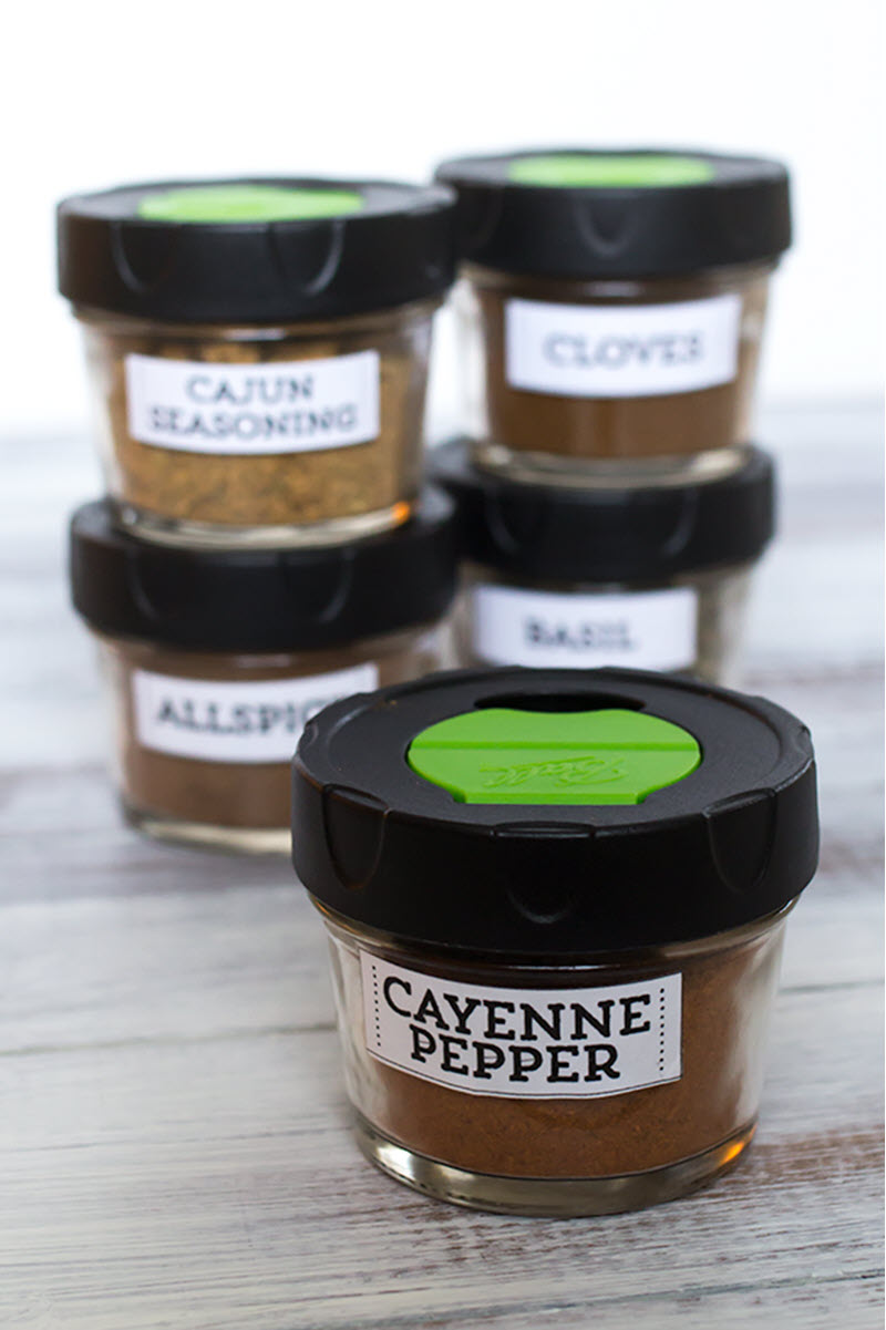 If you're thinking about reorganizing your spices using small jars these labels would be just what you need to make them pretty and super easy to find.