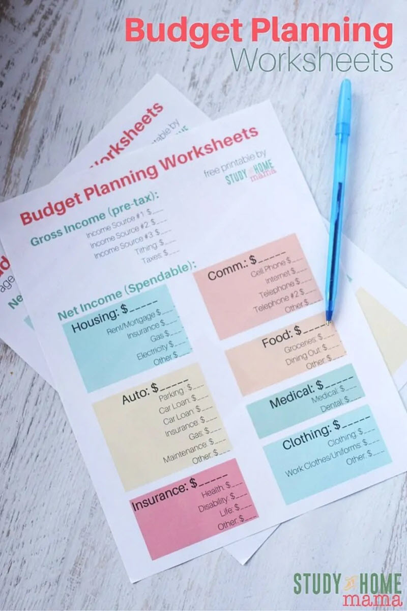 This budget planning printable is elegantly simple, making it super easy to use and there's also a yearly overview and a Google spreadsheets version.