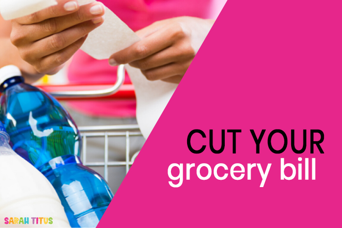 Here are some EASY ways to save money on your families groceries budget! These tips will show that saving money on your grocery bill doesn't have to be that hard or time-consuming! #frugalliving #withoutcoupons