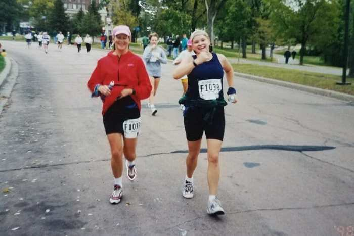 2 female runners